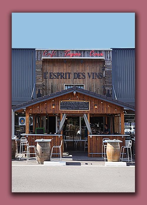 Caviste à Léognan cave à vins et spiritueux l'esprit des vins la Brède avec plus de 800 références de vin champagne spiritueux et bières